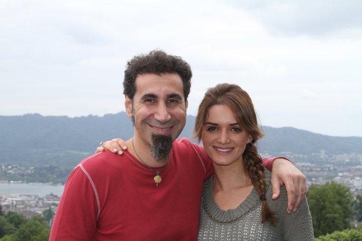 Serj Tankian e Angela, sua esposa