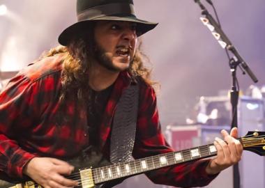 Daron Malakian ensina a escrever uma música de rock