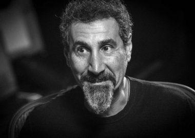 """Serj Tankian: """"O System of a Down tentou fazer um álbum"""""""