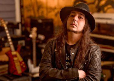 Daron Malakian entrará em estúdio para gravar o terceiro álbum do Scars on Broadway