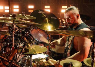 Feliz aniversário, John Dolmayan!