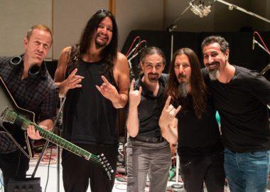 Serj Tankian aparece em estúdio junto com a banda Dethklok