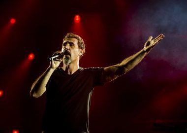 Serj Tankian manda mensagem de apoio a manifestantes no Chile: 'Desejo sucesso'