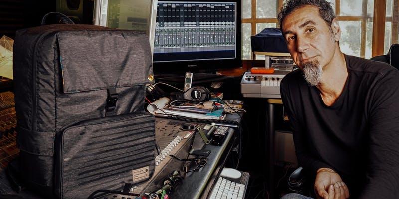Serj Tankian lança linha de mochilas personalizadas